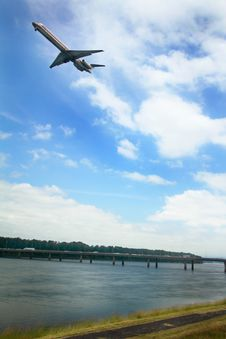 Free Plane Over I-205 Bridge To Government Island Stock Photography - 31749362