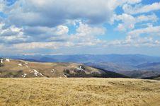 Free Mountain Ridge Overlooking Large Royalty Free Stock Photos - 31750178
