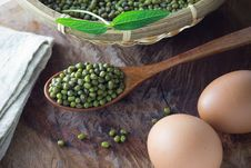 Free Mung Beans On Spoon Stock Photo - 31764800