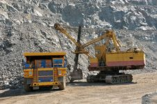 Free Loading Of Iron Ore Royalty Free Stock Images - 31774419