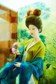 Free Take The Flower Woman Silk Figurines Xian Royalty Free Stock Photos - 31777698