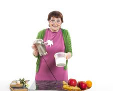 Free Woman Cooking Royalty Free Stock Photo - 31778995