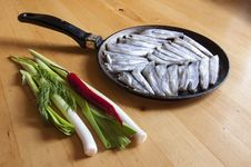 Free Fresh Fish On An Old Frying Pan Royalty Free Stock Photography - 31786487