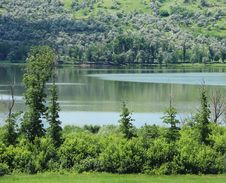 Free A Summer Lake Near The Hill. Royalty Free Stock Photo - 31799405