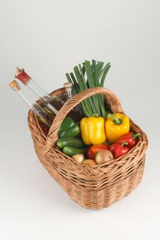 Free Basket With Vegetables Royalty Free Stock Photography - 3180117