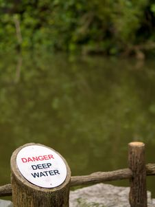 Free Danger Deep Water Royalty Free Stock Photography - 3180437