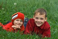 Free Two Brothers On A Grass Royalty Free Stock Images - 3182299