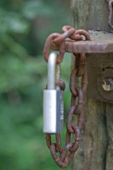 Free Rusty Chain New Lock Stock Image - 3184481