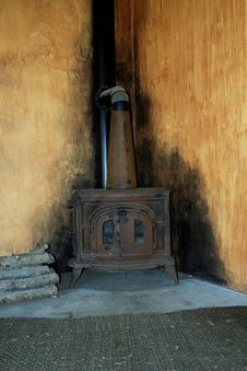 Free Old Wood Burning Stove Royalty Free Stock Photography - 31802917