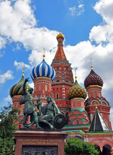 Free St. Basil S Cathedral And Monument To Minin And Pozharsky Stock Image - 31804791