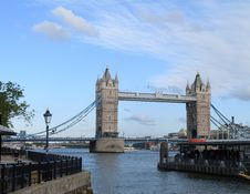 Free Tower Bridge Royalty Free Stock Photo - 31807975