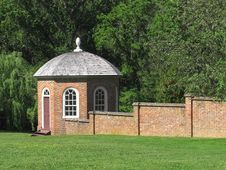 Free Gazebo And Brick Wall Royalty Free Stock Photos - 31833088