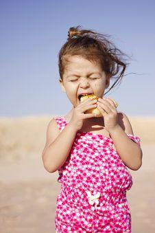 Free Child Eating Stock Image - 31838031