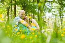 Free Hapy Couple And Flowers Royalty Free Stock Photos - 31850818