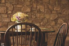 Free Vintage Chair And Table Royalty Free Stock Photos - 31872148
