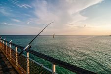 Free Fishing Of An Ocean Pier Royalty Free Stock Images - 31881589