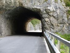 Free Native Rock Tunnel Royalty Free Stock Photos - 3194578