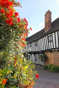 Free Half Timbered Tudor Cottages Royalty Free Stock Photo - 3195255