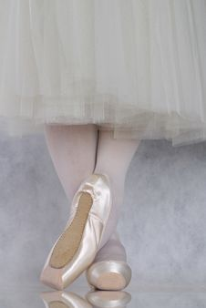 Free Dancer In Ballet Pointe Royalty Free Stock Image - 3198846