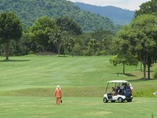 Free Caddie And Golf Cart On The Fa Royalty Free Stock Photography - 3199417