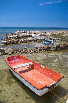 Free Red Boat Stock Image - 3199891