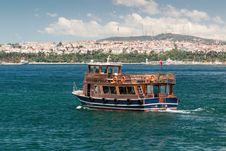 Free Tourist Boat Floats Along The Bosphorus In Istanbul Stock Photos - 31900533