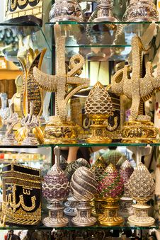 Free A Variety Of Luxury Gifts Offered For Sale At The Grand Bazaar I Stock Photos - 31900783