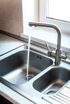 Free Kitchen Faucet Stock Photos - 31905663