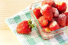 Free Fresh Strawberries With Sugar Royalty Free Stock Photography - 31905777