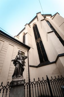 Free Statue In Front Of Church Stock Image - 31906431