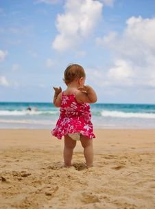 Free Baby On Beach Royalty Free Stock Image - 31911006