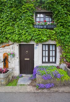 Free Vintage Porch With Flowers. Belgium Royalty Free Stock Images - 31946799