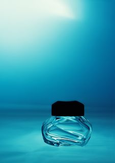 Free The Vial Of Perfume Royalty Free Stock Image - 31961556