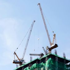 Free Tower Crane Royalty Free Stock Image - 31974686