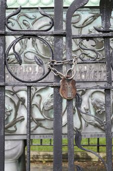 Free Iron Gate Royalty Free Stock Image - 31975926