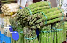 Free Bunch Of Asparagus Royalty Free Stock Image - 31976156