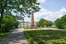 Free Monument To The Heroes At Yaroslav S Court Stock Photography - 31981372