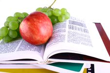 Free Books And Apple Royalty Free Stock Photography - 3201107