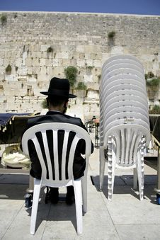 Hasidic Jew Reading Torah Stock Photography