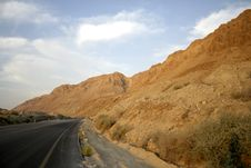 Free Road Following The Dead Sea Stock Photography - 3206602