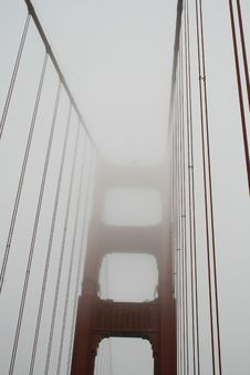 Free Golden Gate In The Fog Royalty Free Stock Photos - 3207688