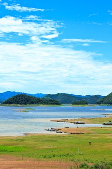 Free Views Over The Reservoir Kaengkrachan Dam Royalty Free Stock Image - 32002336