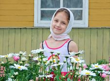 Free Russian Girl In A Headscarf Royalty Free Stock Photography - 32016827