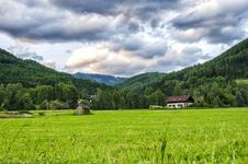 Free A Vast Meadow Royalty Free Stock Image - 32034056