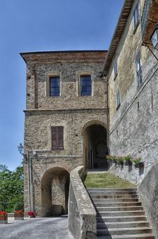 Free Incisa Camerana Castle-1 Royalty Free Stock Images - 32034389