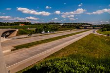 Free Clover Leaf Exit Ramps On Highway Stock Photo - 32035480
