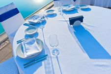 Free Round Dining Table Royalty Free Stock Photography - 32048147