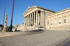 Free The Austrian Parliament In Vienna, Austria Royalty Free Stock Image - 32050586