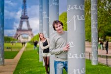 Free Loving Couple Near The Eiffel Tower In Paris Royalty Free Stock Photos - 32054308