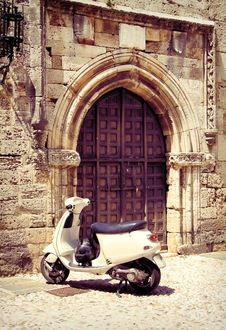 Free White Vintage Scooter Near Medieval Gate Royalty Free Stock Image - 32055786